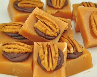 Soft and creamy Caramels topped with pecan and dark chocolate 1 lb