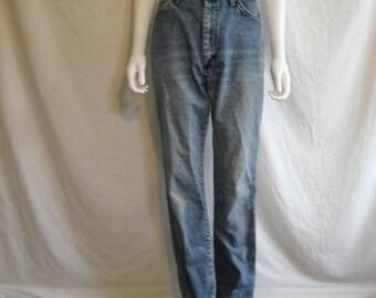 Closing Shop SALE Wrangler Womens High Waist mom jeans Waist W 29  light wash