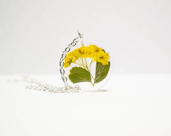 Real flower resin necklace, real flower jewelry, pressed flower jewelry, resin necklace, preserved flower jewelry, handmade jewelry, gift