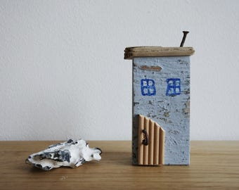 dekoratives Holzhaus Häuschen Haus aus Treibholz in blau upcycling 11 cm