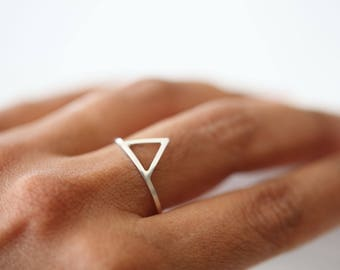 Montagne - silver triangle ring, geometric ring