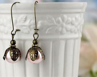 Blush Pink Gold pearl Earrings, Vintage Style Wedding Drop Earrings, Bridesmaids Gifts Sets, Pale Pink dangle Earrings.