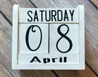 Block Calendar Hand Painted Rustic Wood Block, Perfect for Christmas  Gifts, Vinyl Lettteting, Rustic Desk Calendar, Perpetual Calendar