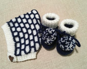 Hand knitted Frost and Navy hat and matching booties. 0-4 months. Baby shower gift.