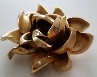 Bold And Beautiful Golden Blossom Brooch ~ Beautiful Vintage Jewelry