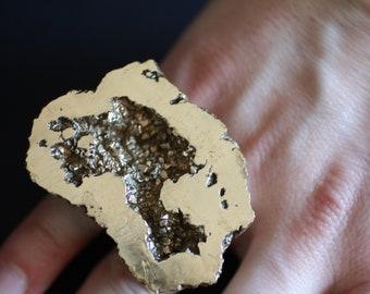 Bronze double finger ring.
