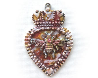 Vintage Crown Heart Queen Bee Pendant, Artisan Patina Pendant, Queen Bee Pendant, Ruffled Heart, Ancient Alchemy, Dry Gulch, 1 Pc, Amber