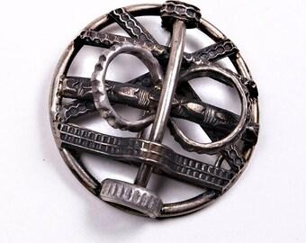 Victorian Highlander Silver Brooch, Scottish Clan Jewelry, Outlander Basket Hilt Sword Insignia by 2Roses