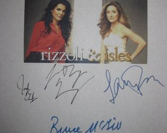 Rizzoli & Isles Signed TV Script Screenplay We Dont Need Another Hero X8 Autograph Angie Harmon Sasha Alexander Chris Vance Bruce McGill