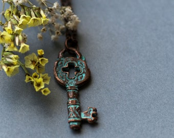 Vintage Key Necklace, Small Retro Vintage Style Key Jewelry, Bohemian Gift for Her, Romantic Key Necklace
