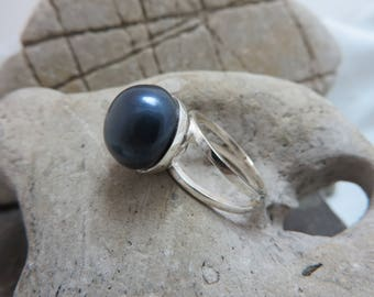 Midnight blue with large cultured pearl sterling silver ring