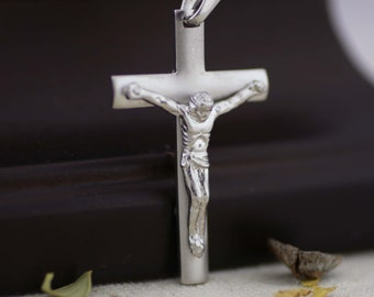 Silver Ligth Cross Necklace, Sterling Silver Cross Necklace, Crucifix Cross Pendant, Silver Cross Necklace, Modern Crucifix Necklace