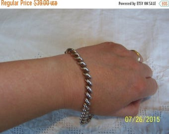 20% OFF VALENTINES SALE Vintage Hollow Links bracelet. Sterling silver.