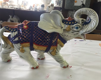 Large fancy elephant for indoor decorative use only. Perfect to decorate a living room or bedroom!!