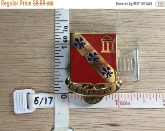 10%OFF3DAYSALE Vintage Gold Toned Red Blue Enamel Fluer De Lis Pin Brooch Used