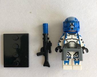 Lego custom Star Wars clone trooper white with blue markings and custom accessories