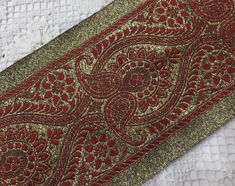 VINTAGE EMBROIDERED RIBBON .