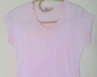 vintage 70's embroidered pink tee // italian cotton tshirt
