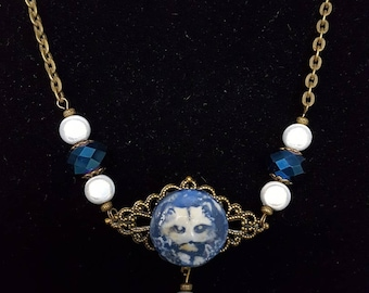 Cat necklace ultramarine blue and white