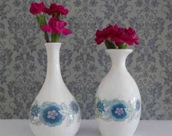 Two pretty Wedgwood Bone China bud vases. Clementine. In very good condition