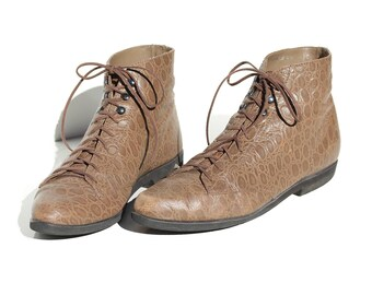 Vintage Saddle Tan Print Leather Lace Ankle Boots / size 9