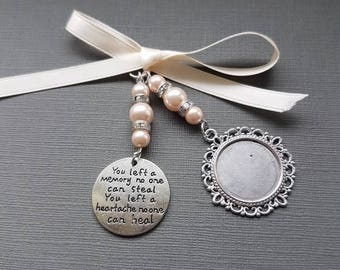 """Wedding Bouquet Photo Charm Round Silver Memory Photo Frame with """"Memory"""" Charm pink pearls & Gift Bag"""