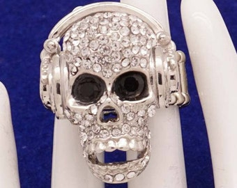 ring in Crystal white rhinestones in the shape of a fitted skull with headphones, elasticated