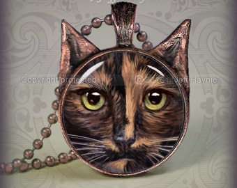 TO8 Tortoiseshell Cat pendant