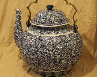 Blue and White Leaves and Vines X-Large Teapot