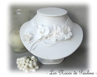 Necklace white wedding flowers on lace, Fanny