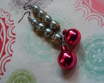 Silver Holiday Earrings//Vintage Style Christmas Ornament Earrings//Chain and Bead Earrings//Red Bobble Earrings For Her