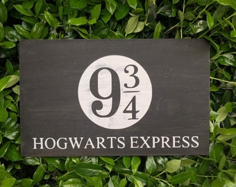 Hogwarts Express, Platform 9 3/4, Harry Potter sign, Hogwarts sign, Hogwarts wood sign, Harry Potter Wood Sign, Platform 9 3/4 sign