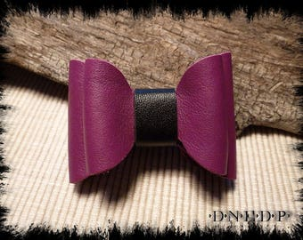 Magnet / Magnet refrigerator bow purple and black leather