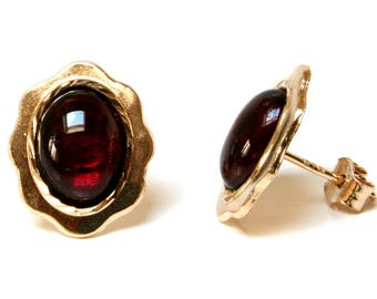 Solid 9ct Gold Oval Garnet stud earrings with FREE gift box S2036