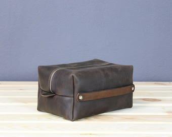 Leather dopp kit, leather toiletry bag, dopp bag, groomsman gift, personalized toiletry bag, gift for dad, monogrammed dopp kit, travel kit