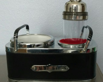 Vintage Musical Bar Set with new Rabbit battery powered shaker