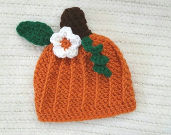 Pumpkin baby hat, halloween hat, newborn photo prop, 0-3 month baby girl gift, costume hat with flower, crochet baby beanie, baby shower,