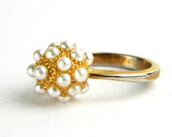 Vintage 1950's Gold Pearl Cluster Cocktail Ring - Small Faux Pearl Orb - Dinner Party Ring - Size 6.25