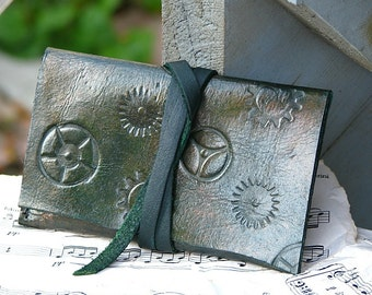 Leather ID Card Wallet Case-- Steampunk Unisex Gears - Green tones