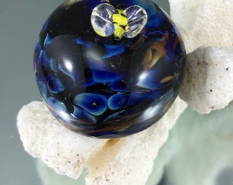 bumble bee paper weight, lampwork paperweight, glass bumblebee, miniature paperweight, small paper weight, textured surface soft glass