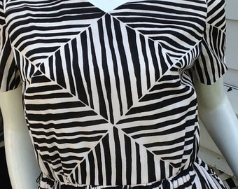 Geometric Dress Dauphine Vintage Slinky Nylon Full Skirt M/38