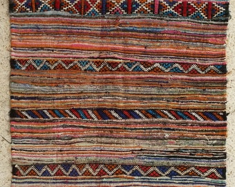 """78""""x53"""" Vintage Moroccan Rug Woven By Hand From Scraps Of Fabric / Boucherouite / Boucherouette"""