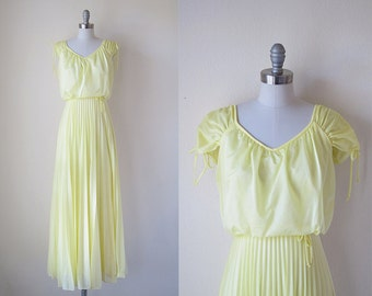 1970s vintage pale yellow lemoncello gathered short sleeve pleated skirt long maxi dress gown xs