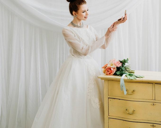Vintage 1950s Basque Waist White Wedding Dress - Size Small