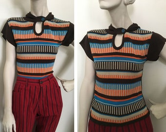 1970s sweater tee with buttoned hood and abstract print! Mod hippie sweater