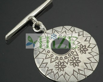 HIZE CN057 Thai Karen Hill Tribe Silver Flower Round Disc Focal Large Toggles 31mm (1)