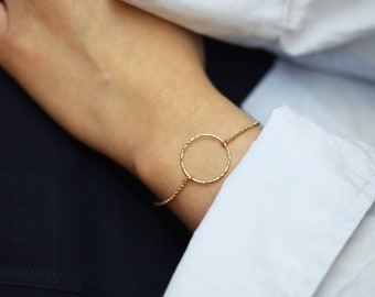 Gold Hammered Circle Bracelet // Dainty Gold Open Circle bracelet // Minimalist Simple Halo Bracelet Gold filled