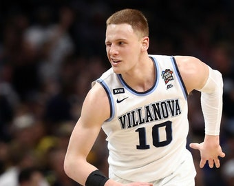 Villanova Wildcats 2018 National Championship Victory Donte DiVincenzo wink 24x36 custom framed picture