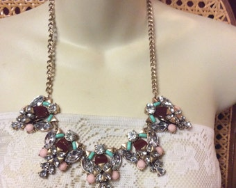 Vintage thermoset rhinestone gold metal clusters necklace .