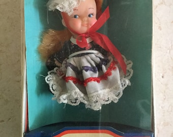 Pee Wees From Around the World Doll / Uneeda Doll Company